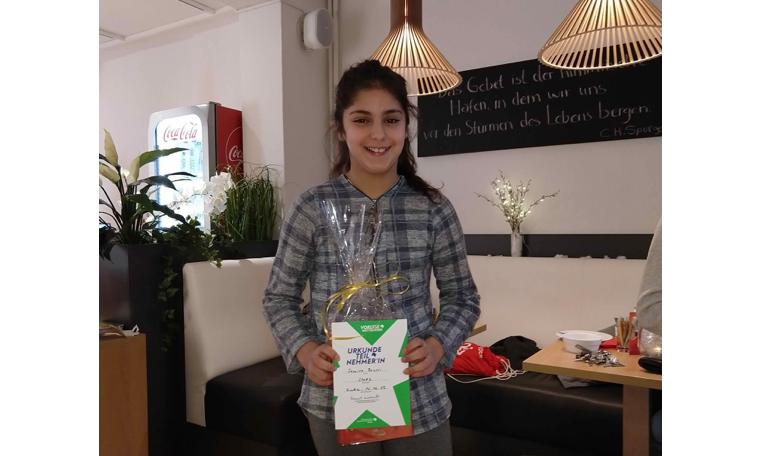 Samira Bousri mit überzeugendem Auftritt beim Stadtentscheid des Vorlesewettbewerbs