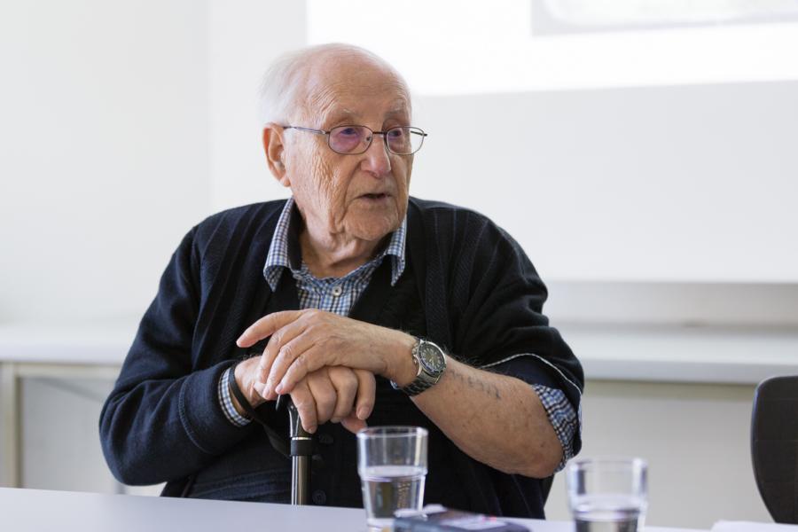 """""""Ihr müsst wachsam sein und aufpassen!""""- Der Holocaust-Überlebende Albrecht Weinberg erzählte am Max seine Geschichte"""