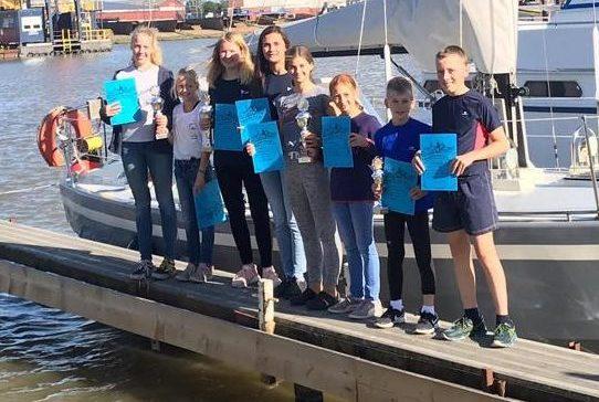 Von der Segel AG ins Sailing Team Weser Ems: Lasse Claus und Jakob Fritzen nahmen an erster Regatta teil
