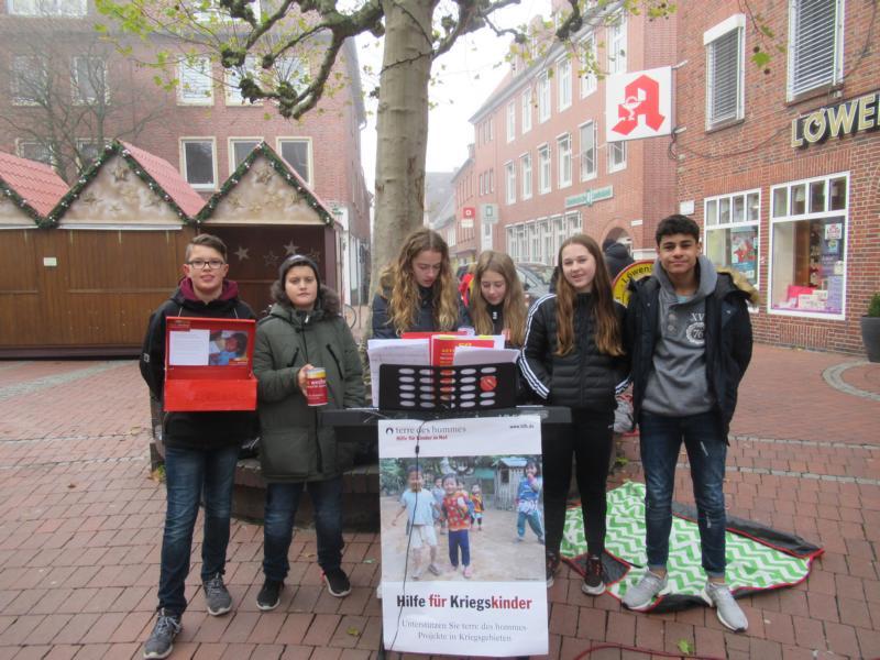 """30 Jahre Weltkinderrechtskonvention: Max-Schüler nahmen an """"Straßenkind für einen Tag"""" teil"""