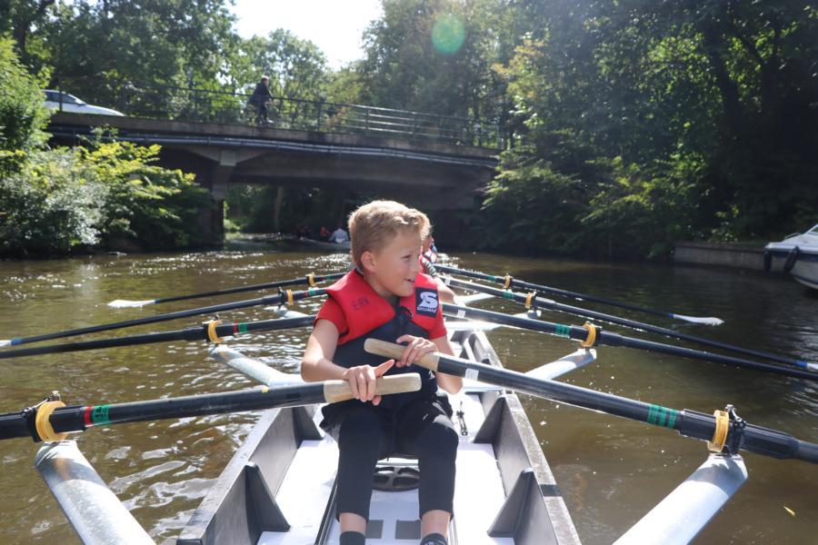 Endlich wieder aufs Wasser! – Sechstklässler erkunden Emdens Kanäle