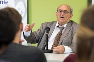 Denis Goldberg in Emden - Max-Windmüller-Gymnasium-0674 lores (1)