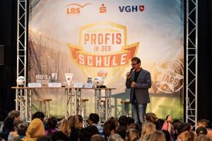 Werder-Profis in der Schule LR (1)