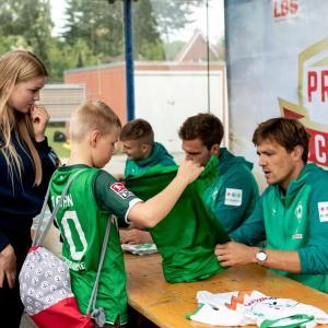 Werder-Profis in der Schule LR (10)