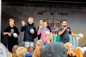 Werder-Profis in der Schule LR (24)
