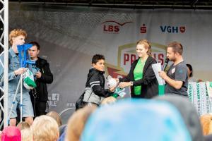 Werder-Profis in der Schule LR (25)