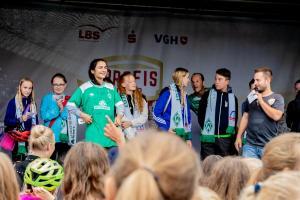 Werder-Profis in der Schule LR (27)