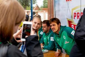 Werder-Profis in der Schule LR (7)