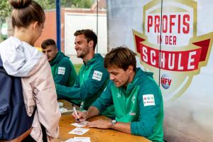 Werder-Profis in der Schule LR (9)